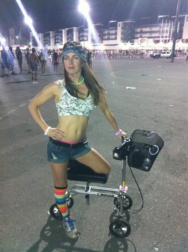 Liv fue a la fiesta con un patinete...