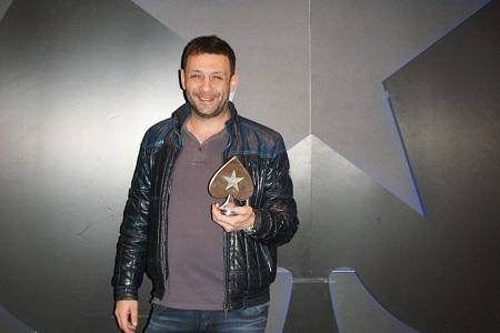 Ramón, luciendo trofeo.