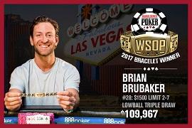 Brian Brubaker, con su brazalete [Foto: WSOP]