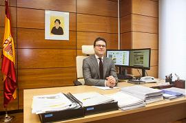 Espinosa, en su despacho [Foto: AZARplus]