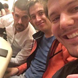Gus y sus colegas (Foto: Instagram)