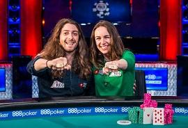 Liv e Igor, con sus brazaletes [Foto: PokerNews]