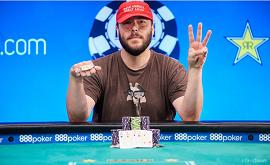 Klein con su 3.º brazalete [Foto: PokerNews-WSOP]