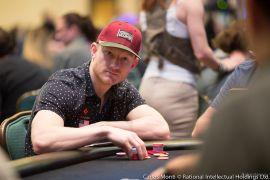 Jason Koon en la mesa del 25K$ (Foto:Pokernews)