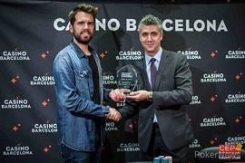 Ramón Coli recibiendo el trofeo [Foto: CEP-PNews]
